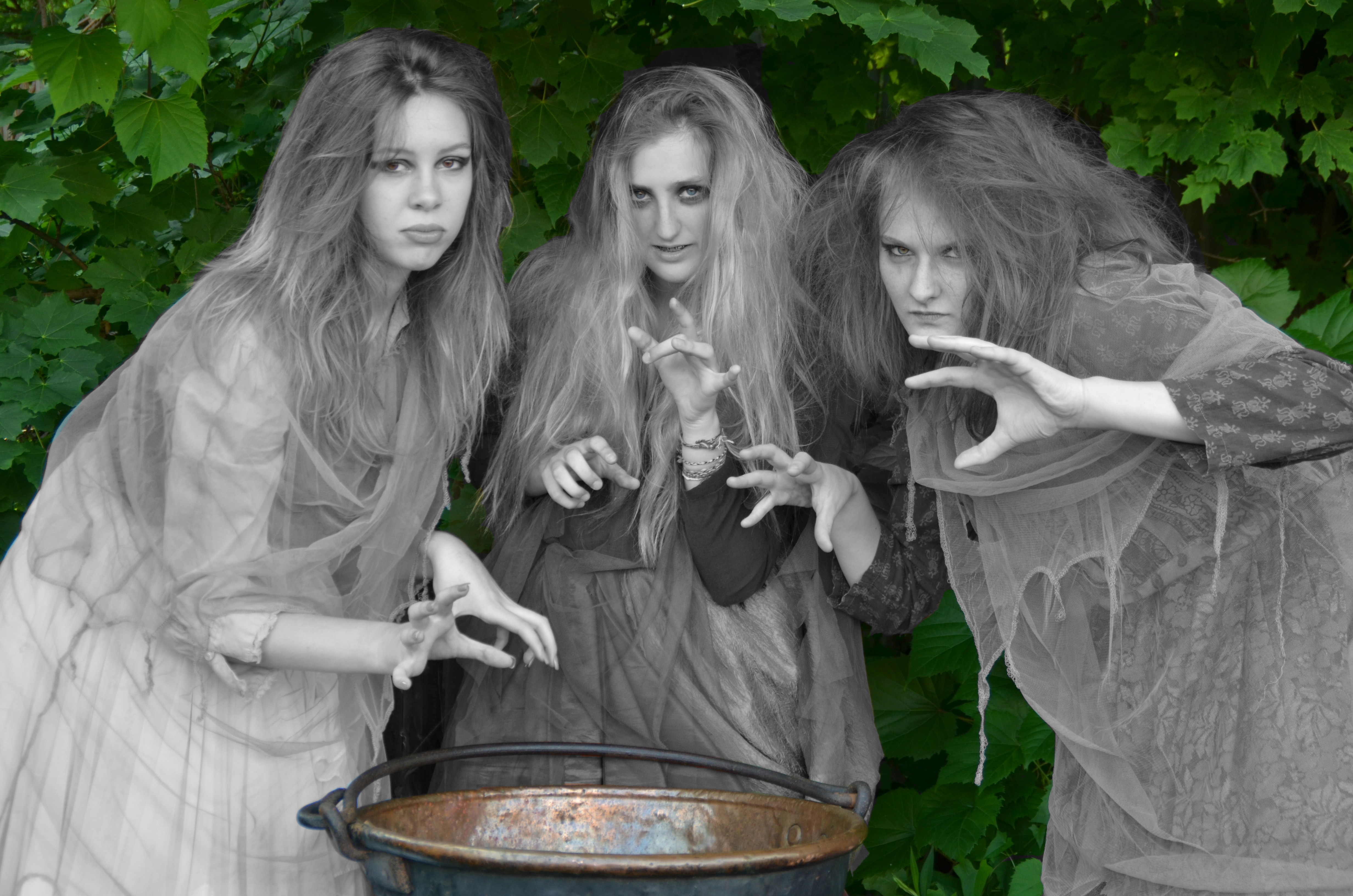 witches in macbeth power of evil The relationship between macbeth and the witches although most modern readers would agree that duncan's murder is a direct result of macbeth's ambition coupled with the pressure placed on him by lady macbeth, jacobean audiences would have had a much different view, placing blame squarely on the powers of darkness.